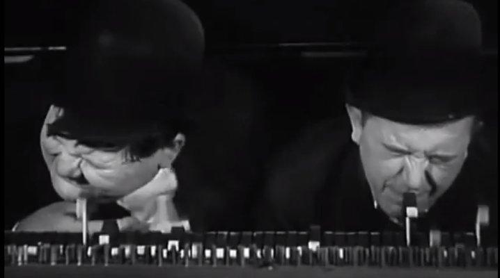 Laurel et Hardy, piano, dans Way in the West